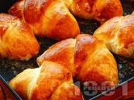Лесни кифлички от готово тесто със сладко от боровинки